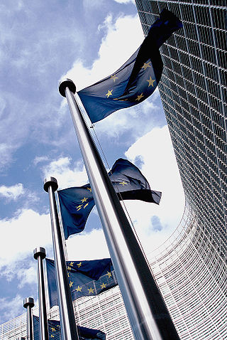 320px-European_flag_outside_the_Commission